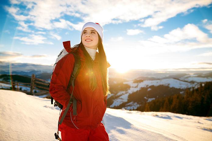 Zimowy trekking – jak się ubrać, żeby nie zmarznąć w górach?